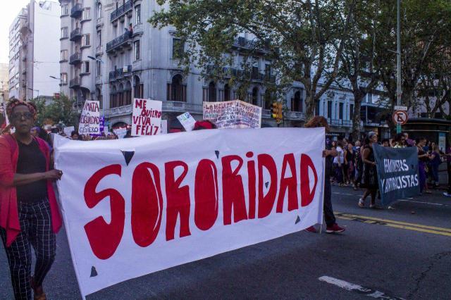 Montevideo_-_Paro_Internacional_de_Mujeres_en_Uruguay_2018-08
